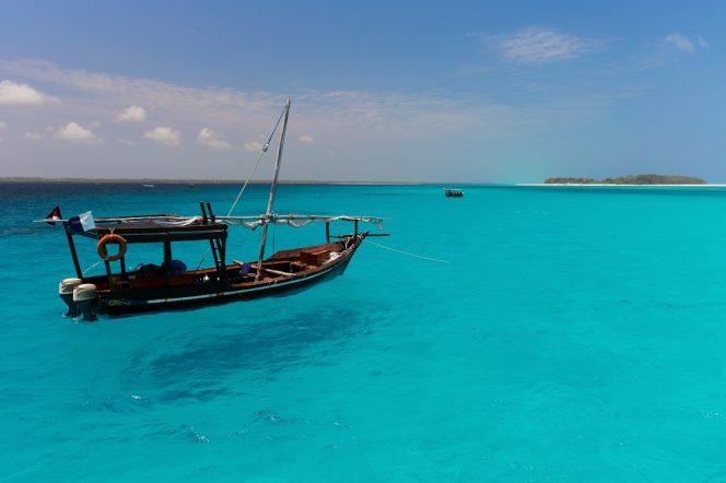 Zanzibar je obklopen průzračným mořem